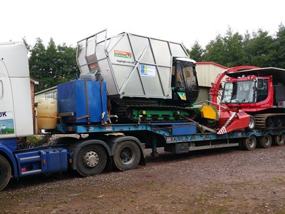Lorry loader with piston bulley and softrac
